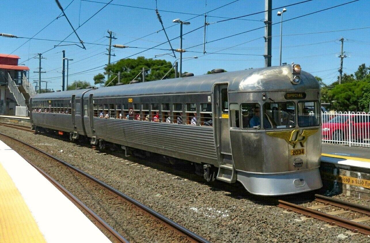 2000 Class Railmotor to Kippa Ring